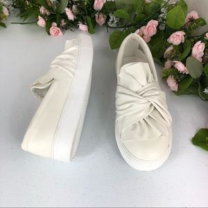 Mia knotted vamp white shoes size 8.5 M (Stante)
